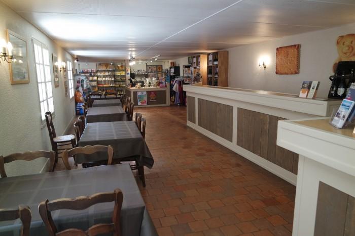 La boutique et le salon de thé.