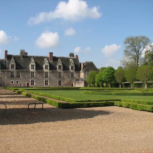 Vue façade côté Jardins à la française - Château de Goulaine
